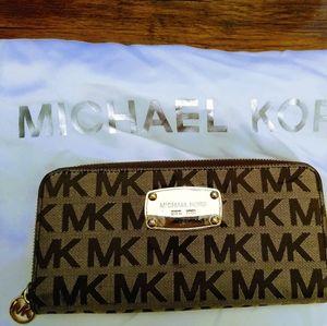 Michael Kors Accordion wallet